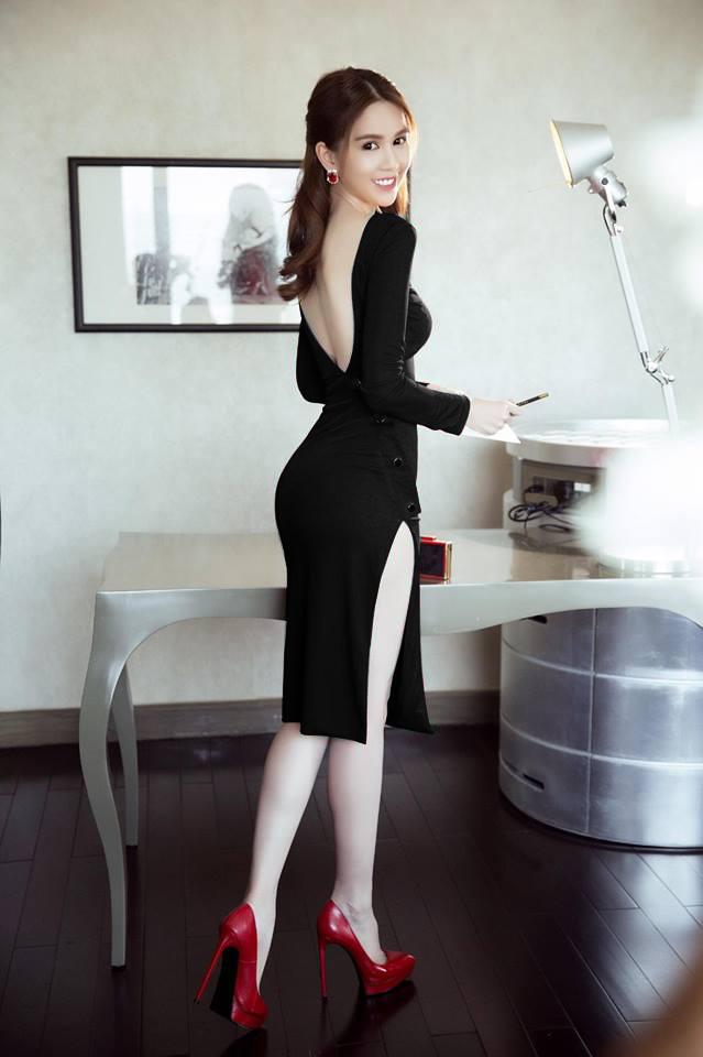 Đầm Body Thiết Kế Lưng V Đẹp Như Ngọc Trinh