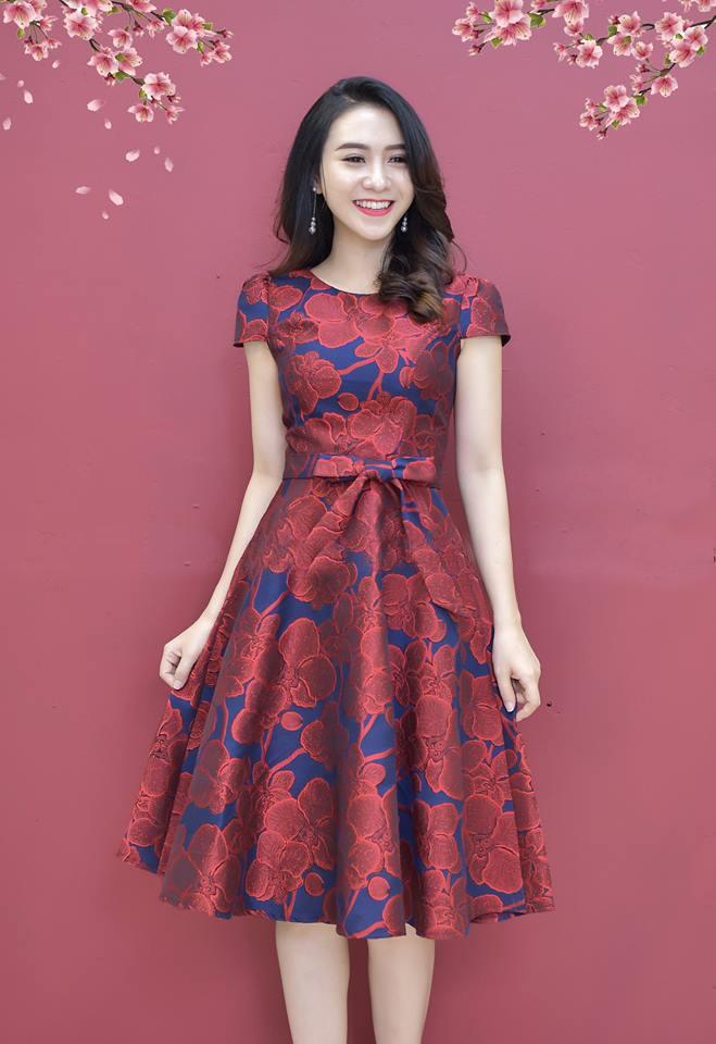 Đầm Xòe Gấm Tay Con Có Túi Kèm Dây Đỏ