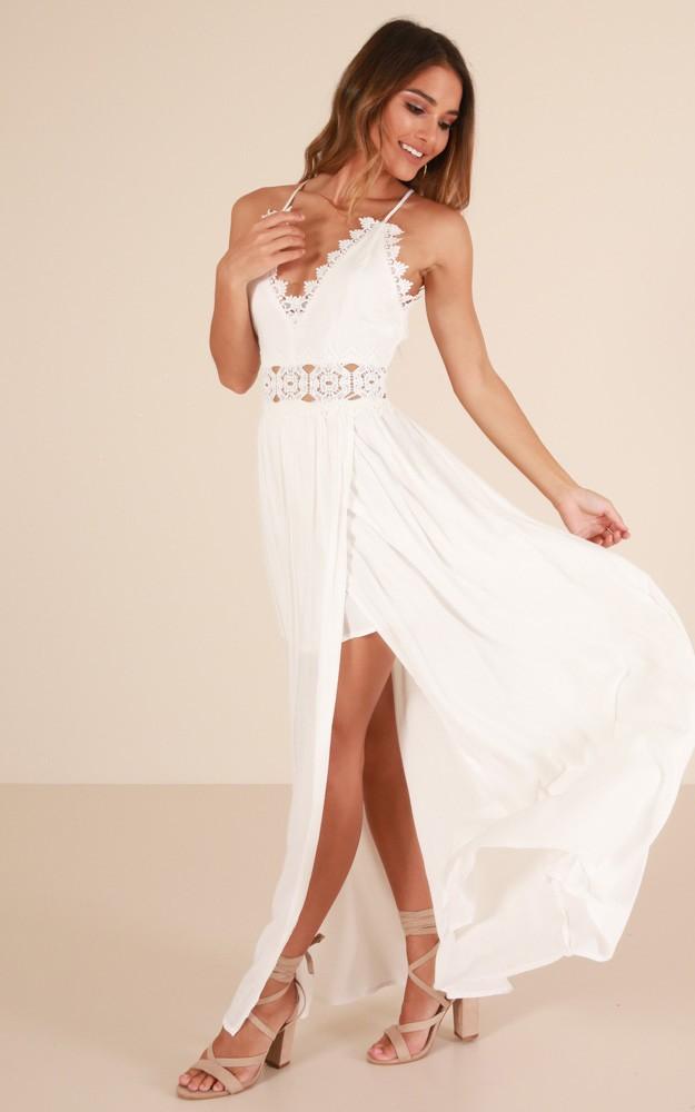 Đầm Maxi Cổ Yếm Phối Ren