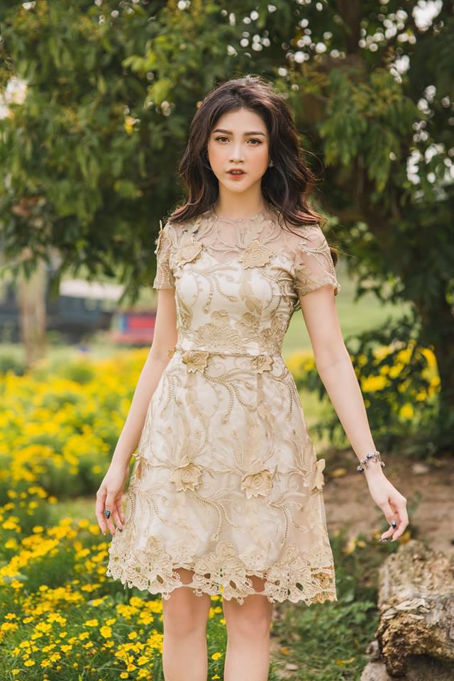 Đầm Ren Hoa Nổi Nhũ Cao Cấp