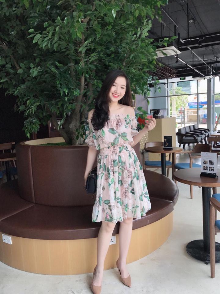 Đầm Hoa Xòe Trễ Vai Trắng