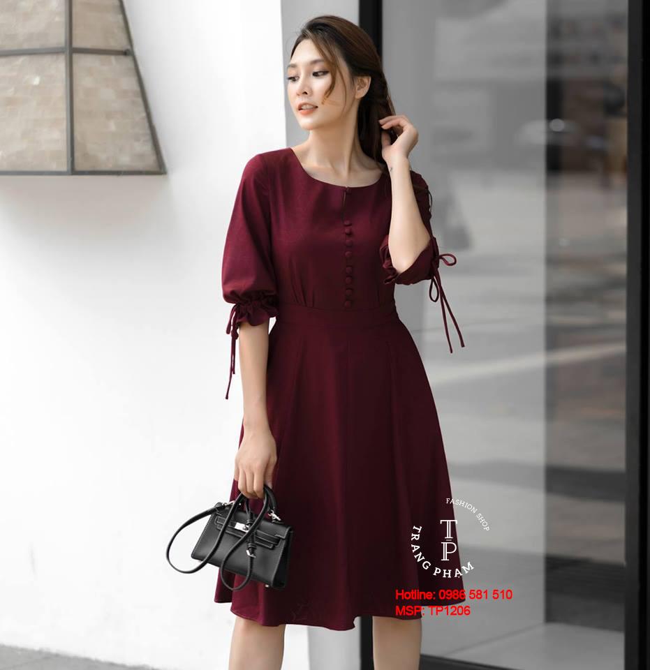 Đầm Xòe Tay Lỡ Nút Bọc Đỏ Mận
