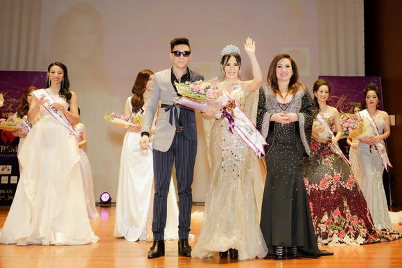 Nhan sắc xinh đẹp của Á hậu 3 Lê Thùy Linh trong giây phút đăng quang.