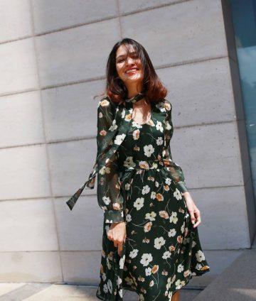 Đầm Xòe Tay Dài Họa Tiết Hoa Kèm Dây Cổ